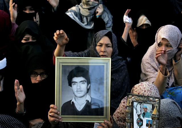 Family members of Pakistani Shiite Muslims killed in Thursday's deadly bombings, protest in Quetta, Pakistan, Sunday, Jan. 13, 2013. Thousands of Shiites protested in Quetta for a third day Sunday, pressing their demands for greater security by blocking a main road with dozens of coffins of relatives killed in the attack on the billiards hall. (AP Photo/Arshad Butt)