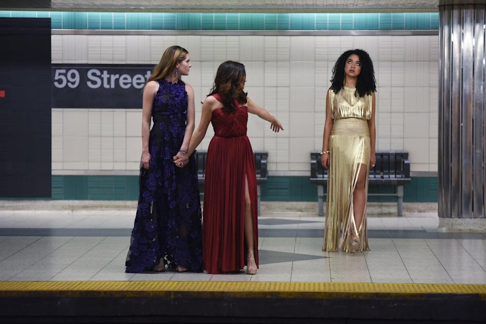 <p>In the pilot episode, Kat gave us gown envy in this stunning gold number. </p>