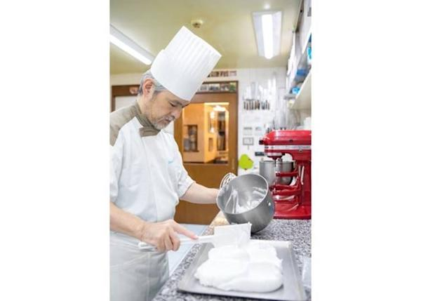 ▲Mr. Hayashi is widely regarded as a meringue magician