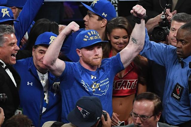 Saul 'Canelo' Alvarez celebrates after defeating Julio Cesar Chavez Jr. by unanimous decision in their catchweight bout, at T-Mobile Arena in Las Vegas, Nevada, on May 6, 2017 (AFP Photo/Ethan Miller)