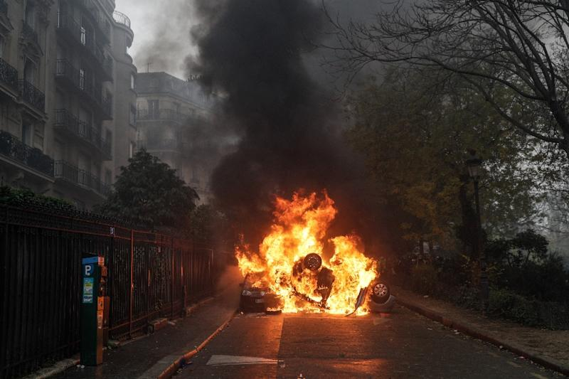 "A car set on fire during the ""yellow vest"" anti-government protests in Paris on December 1 (AFP Photo/Geoffroy VAN DER HASSELT)"
