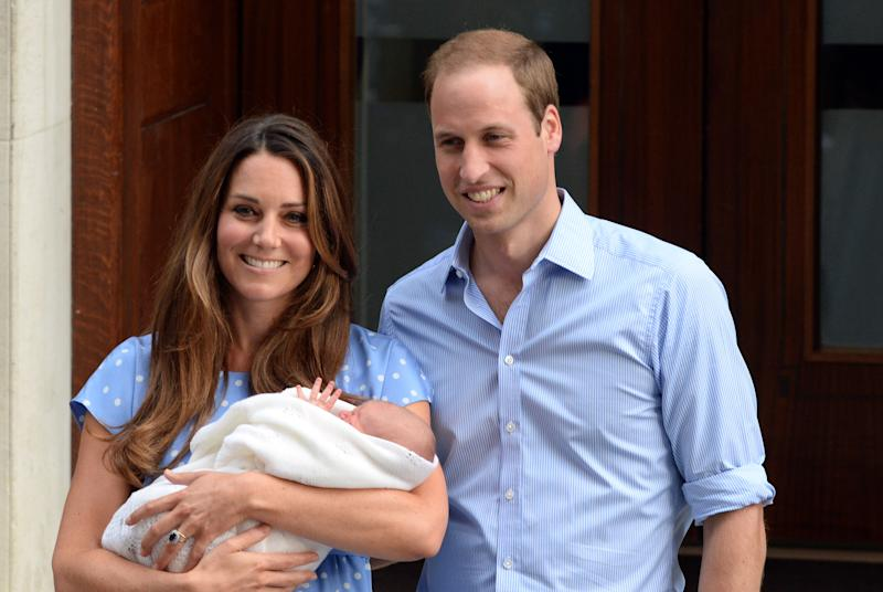 LONDON, UNITED KINGDOM - JULY 23: Catherine, Duchess of Cambridge, Prince William, Duke of Cambridge and their newborn son, Prince George of Cambridge leave the Lindo Wing of St Mary's hospital on July 23, 2013 in London, England. (Photo by Anwar Hussein/WireImage)