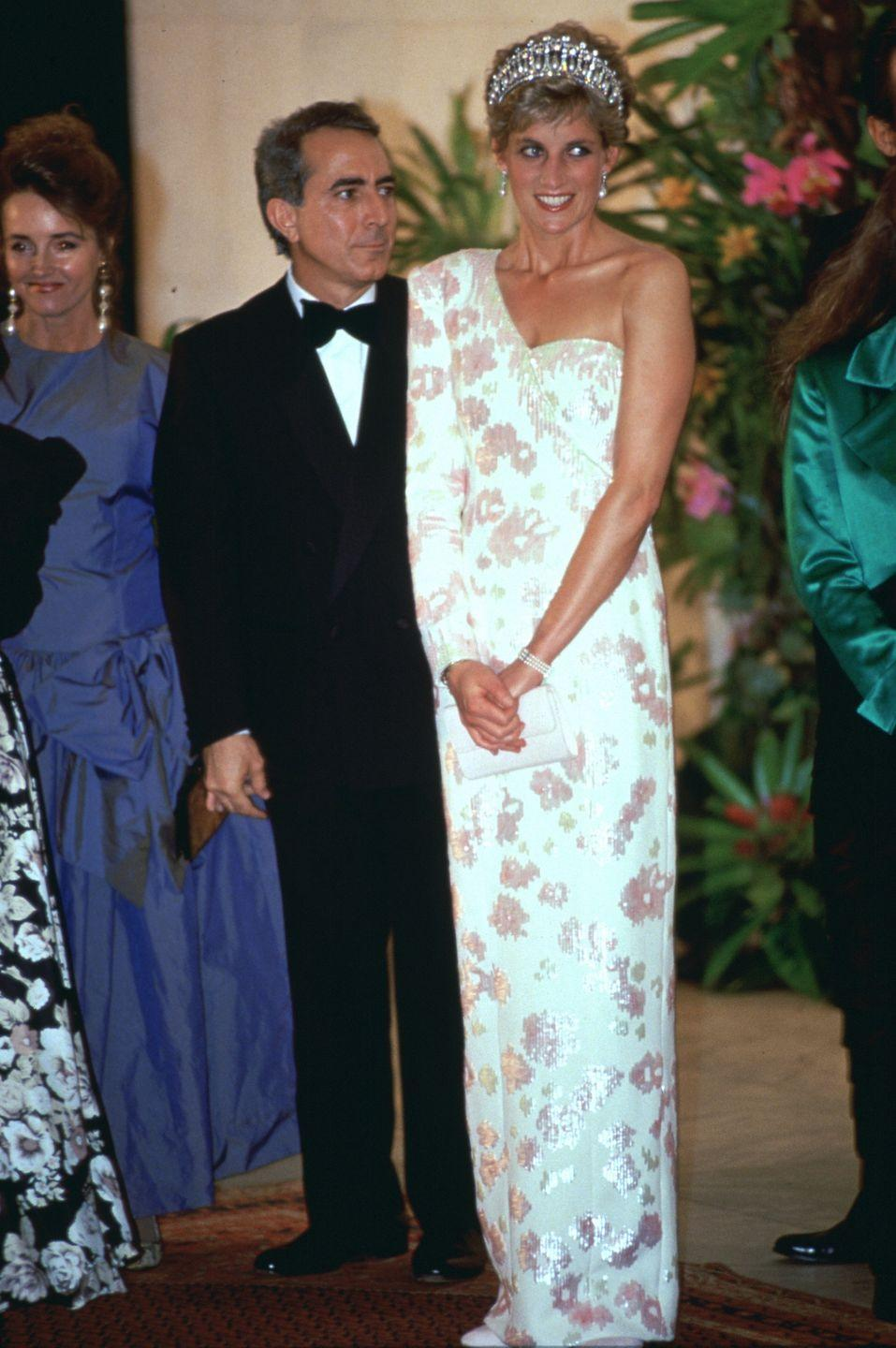 <p>Diana, once again, chose the Lover's Knot for a banquet at the President of Brazil's official residence. She also donned a pink and ivory silk Catherine Walker gown and pearl drop earrings. </p>
