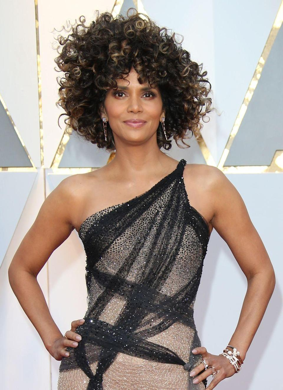 <p>Halle Berry's layered curls.</p>