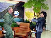 Cuban President Fidel Castro (L) and Argentine soccer legend Diego Maradona play with a ball during an interview in La Havana, in this October 26, 2005 file photo. REUTERS/Canal 13/Handout/File Photo