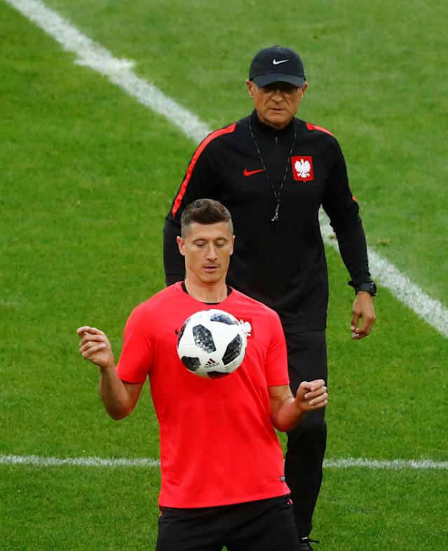 Soccer Football - World Cup - Poland Training - Spartak Stadium, Moscow, Russia - June 18, 2018 Poland coach Adam Nawalka with Robert Lewandowski during training REUTERS/Kai Pfaffenbach