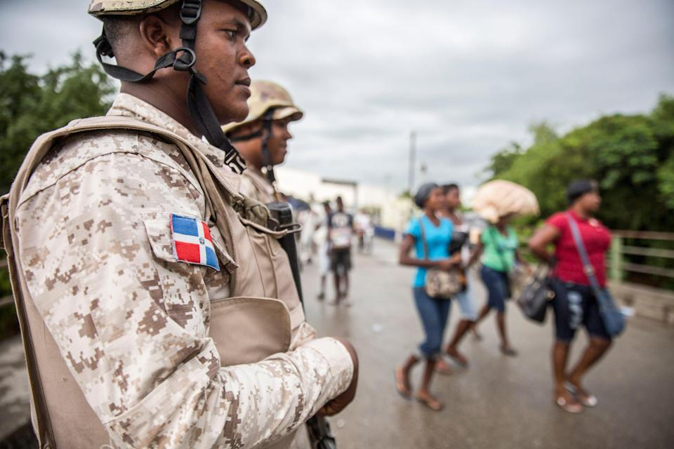 Haitians cross the border crossing in Dajabon, bordering city of Ouanaminthe in Haiti, in the northwest of Dominican Republic on 27 September, 2018. The Dominican Republic is set to start constructing fencing at its border with Haiti.  (AFP via Getty Images)