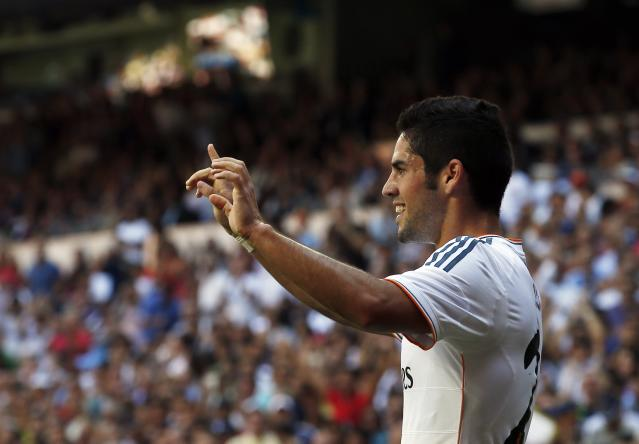 Real Madrid's Isco celebrates scoring his goal during their Spanish first division soccer match against Athletic Bilbao at Santiago Bernabeu stadium in Madrid September 1, 2013. REUTERS/Juan Medina (SPAIN - Tags: SPORT SOCCER)