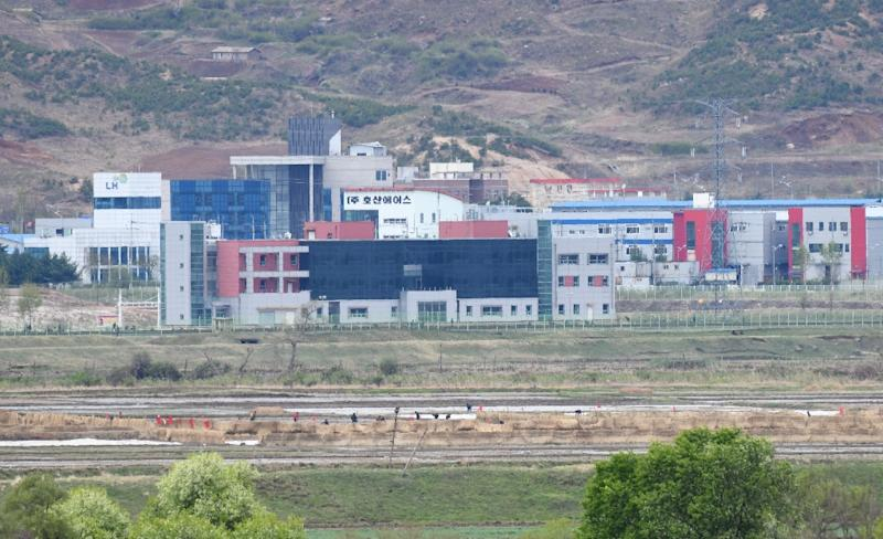 Two Koreas open joint liaison office in North