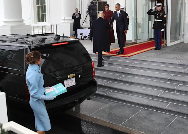 On Inauguration Day, Donald Trump left Melania holding a gift for the Obamas. (Photo: Mark Wilson/Getty Images)