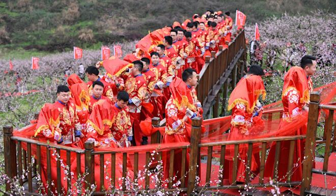 A wedding parade in Shiqian county in Guizhou province. Photo: Xinhua