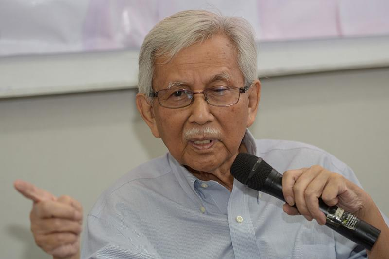 Former finance minister Tun Daim Zainuddin said the council that he chairs will be meeting daily for 100 days, and sometimes several times per day. — Picture by Mukhriz Hazim