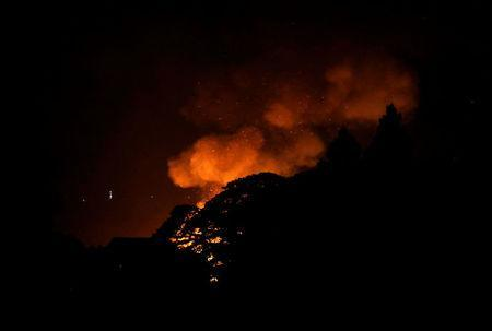 A view of a fire caused by continued fighting between the government soldiers and the Maute group, in Marawi City in southern Philippines May 28, 2017. REUTERS/Erik De Castro