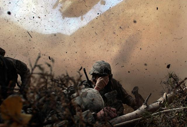 <p>US Army soldiers in the 1/501st of the 25th Infantry Division shield their eyes from the powerful rotor wash of a Chinook cargo helicopter as they are picked up from a mission October 15, 2009 in Paktika Province, Afghanistan. Soldiers of the 1/501 scoured the Afghan countryside near the Pakistani border on a two-day mission into a tense part of Paktika province, an that American soldiers had not patroled for over three years. The troops were looking for suspected Taliban weapons stores and hideouts. (Photo by Chris Hondros/Getty Images) </p>