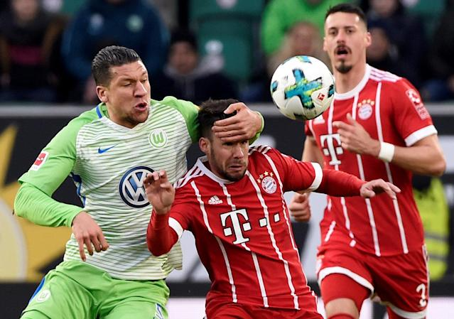 Soccer Football - Bundesliga - VfL Wolfsburg vs Bayern Munich - Volkswagen Arena, Wolfsburg, Germany - February 17, 2018 Bayern Munich's Juan Bernat in action with Wolfsburg's Jeffrey Bruma REUTERS/Fabian Bimmer DFL RULES TO LIMIT THE ONLINE USAGE DURING MATCH TIME TO 15 PICTURES PER GAME. IMAGE SEQUENCES TO SIMULATE VIDEO IS NOT ALLOWED AT ANY TIME. FOR FURTHER QUERIES PLEASE CONTACT DFL DIRECTLY AT + 49 69 650050 TPX IMAGES OF THE DAY