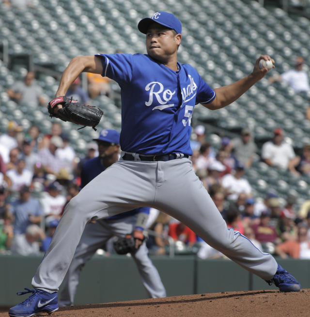 Kansas City Royals' Bruce Chen pitches against the Minnesota Twins during the first inning of a baseball game, Thursday, Aug. 29, 2013, in Minneapolis. (AP Photo/Tom Olmscheid)