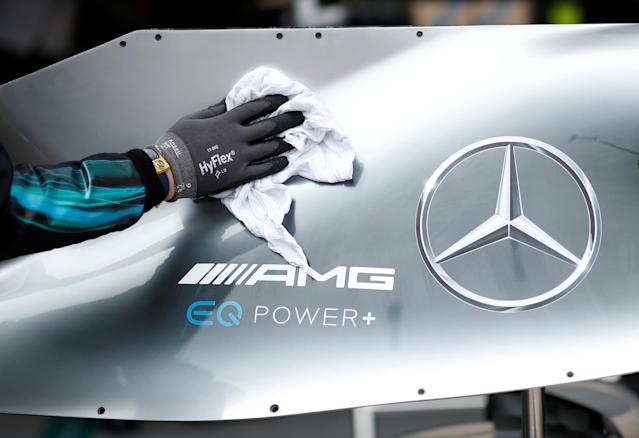 Motoracing - Formula One F1 - Monaco Grand Prix - Circuit de Monaco, Monte Carlo, Monaco - May 24, 2018 A Mercedes engineer cleans the bodywork of a car during practice REUTERS/Benoit Tessier