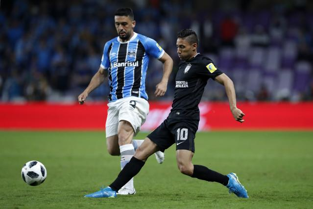 Mexico's Pachuca Jonathan Urretaviscaya, right, passes the ball as Brazil's Gremio Edilson tries to stop him during the Club World Cup semifinal soccer match between Gremio and Pachuca at the Hazza Bin Zayed stadium in Al Ain, United Arab Emirates, Tuesday, Dec. 12, 2017. (AP Photo/Hassan Ammar)