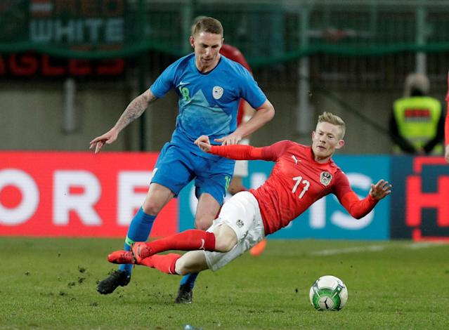 Soccer Football - International Friendly - Austria vs Slovenia - Worthersee Stadium, Klagenfurt, Austria - March 23, 2018 Austria's Florian Kainz in action with Slovenia's Rajko Rotman REUTERS/Heinz-Peter Bader