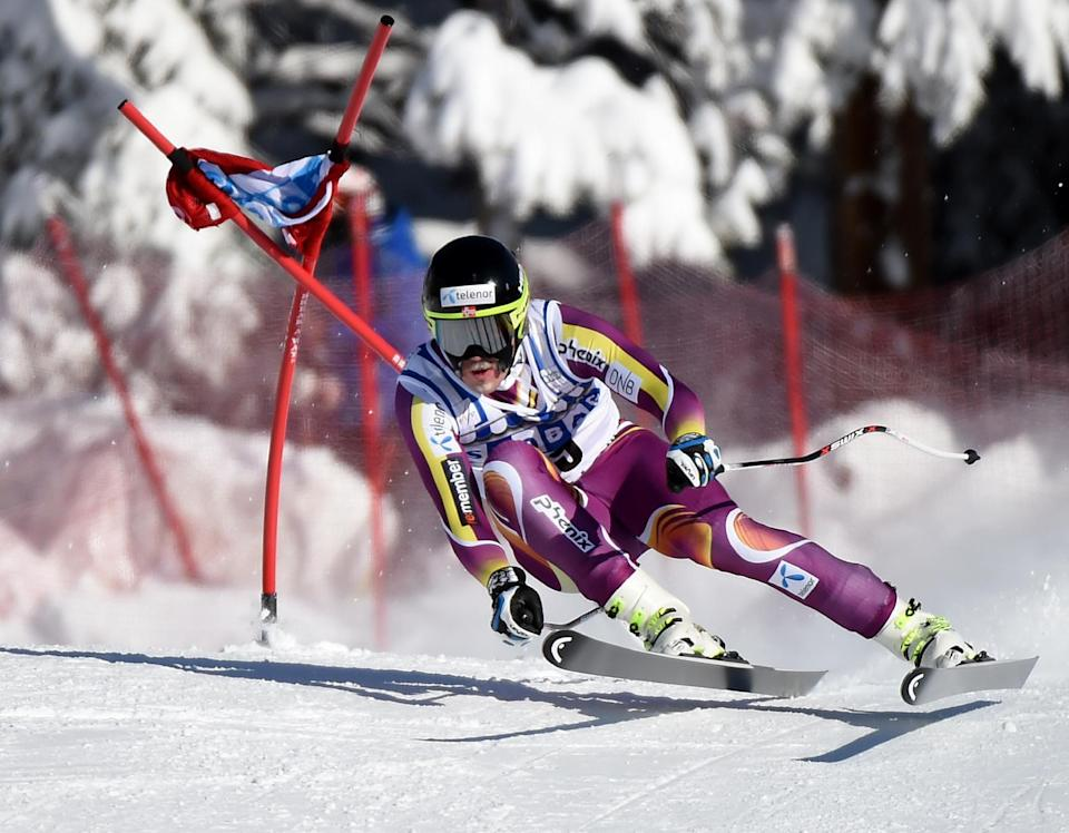 Kjetil Jansrud of Norway rounds the final corner before winning the Men's Downhill during the Alpine Skiing FIS World Cup at Lake Louise, Canada, on November 29, 2014 (AFP Photo/Mark Ralston)