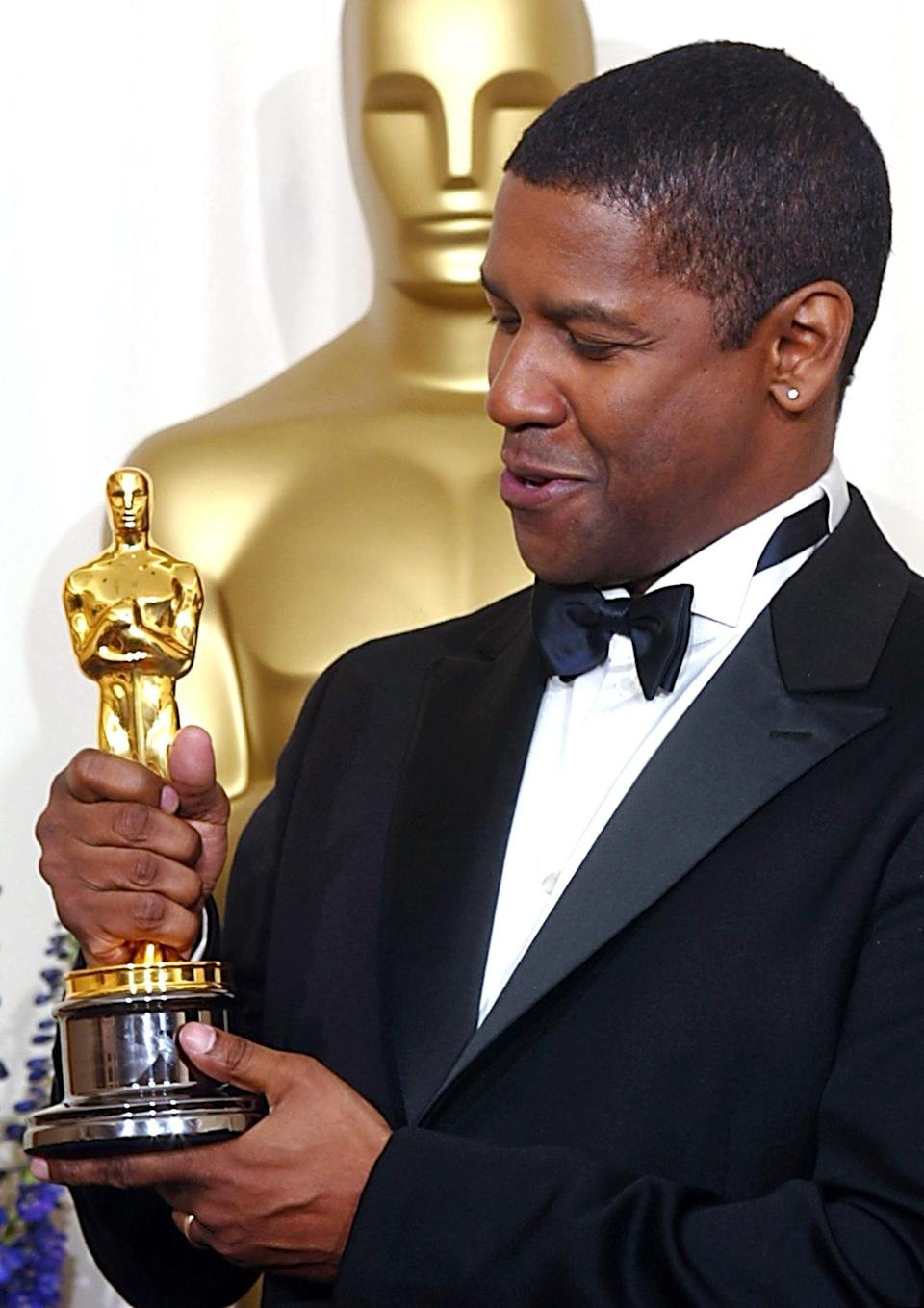 <ul> <li><strong>Has:</strong> Two Oscars for <strong>Glory</strong> and <strong>Training Day</strong> and a Tony for <strong>Fences</strong></li> <li><strong>Needs:</strong> A Grammy and an Emmy</li> </ul>