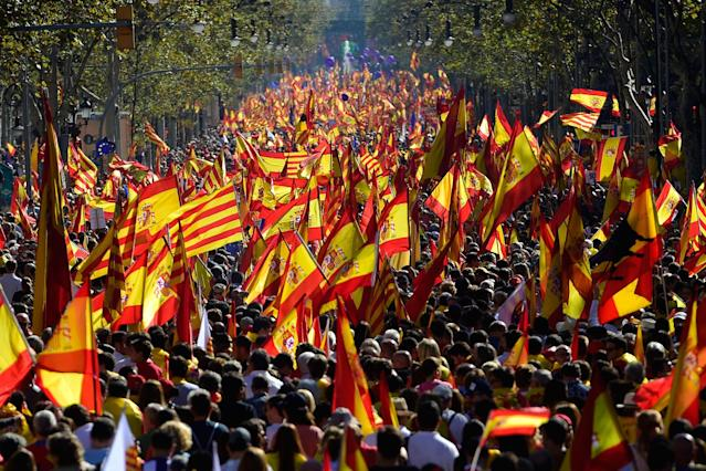 <p>Protesters wave Spanish and Catalan Senyera flags during a pro-unity demonstration in Barcelona on Oct.29, 2017. (Photo: Pierre-Philippe Marcou/AFP/Getty Images) </p>