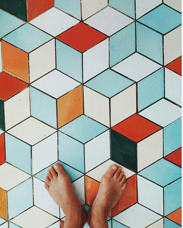 """<p>Come for the mesmerizing tile-painting videos, stay for the backsplash inspo. </p><p><a href=""""https://www.instagram.com/p/BwnZ7qVAYOc/"""">See the original post on Instagram</a></p>"""