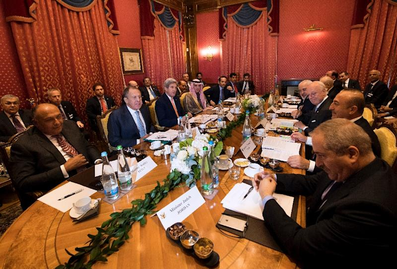 Officials from the US, Russia, Syria, Egypt, Qatar, Iraq, Iran, Turkey, Jordan and the UN gather to speak during a meeting to revive a ceasefire in Syria, in Lausanne, on October 15, 2016 (AFP Photo/Jean-Christophe Bott)