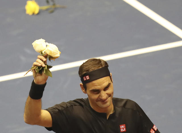 Roger Federer thanks the crowd after winning an exhibition game against Alexander Zverev at Rumiahui Coliseum in Quito, Ecuador, Sunday, Nov. 24, 2019. (AP Photo/Dolores Ochoa)