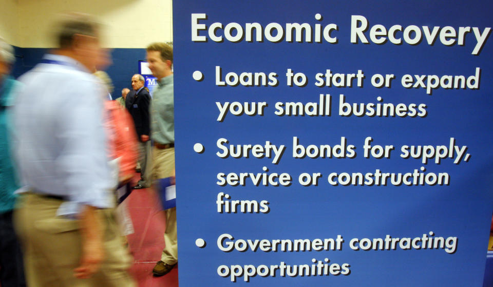 Current and prospective small business owners walk past a display from the U.S. Small Business Administration at a Small Business Financing Fair in Manchester, New Hampshire June 29, 2009.  According to the New Hampshire Economic and Labor Market Information Bureau, 72 percent of the state's businesses had ten or fewer employees in the first quarter of 2008.    REUTERS/Brian Snyder  (UNITED STATES BUSINESS SOCIETY)