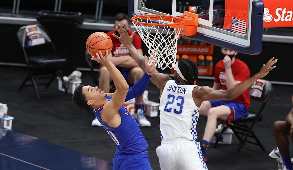 INDIANAPOLIS, INDIANA - DECEMBER 01:  Jalen Wilson #10 of the   Kansas Jayhawks shoots the ball while defended by Isaiah Jackson #23 of the Kentucky Wildcats in the State Farm Champions Classic at Bankers Life Fieldhouse on December 01, 2020 in Indianapolis, Indiana. (Photo by Andy Lyons/Getty Images)