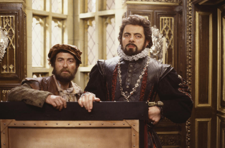 Actors Tony Robinson and Rowan Atkinson in a scene from the BBC television sitcom special 'Blackadder's Christmas Carol', December 1st 1988. (Photo by Don Smith/Radio Times/Getty Images)