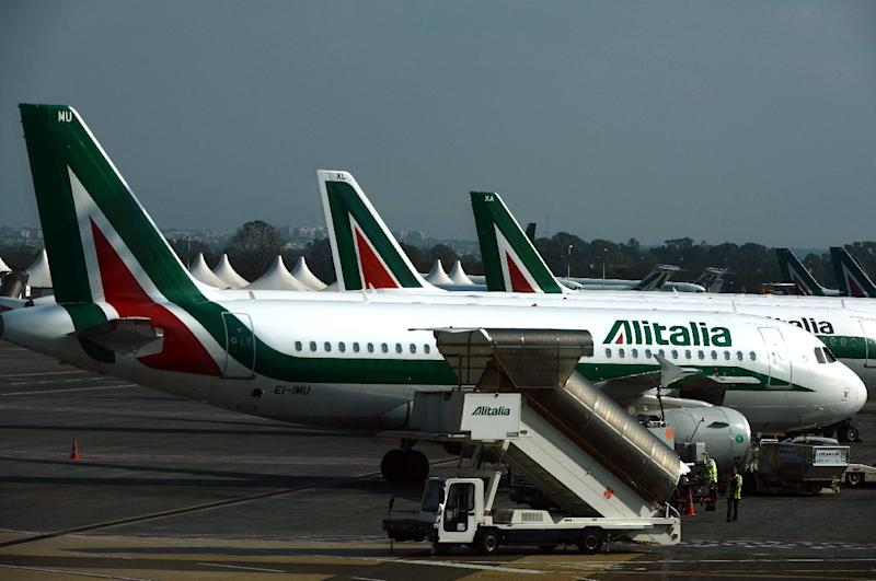 File picture shows Alitalia planes parked on the tarmac of Fiumicino airport on the outskirts of Rome, on November 1, 2013 (AFP Photo/Gabriel Bouys)