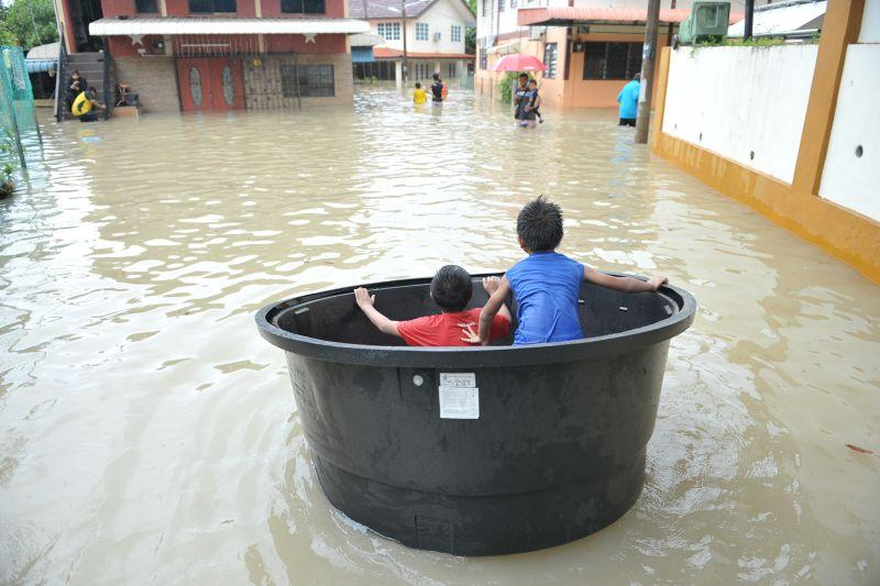 Using CoastalDEM, Cent-GPS tweeted last week its prediction that several places in Malaysia, including Muar, will be flooded by 2050. ― Picture by KE Ooi
