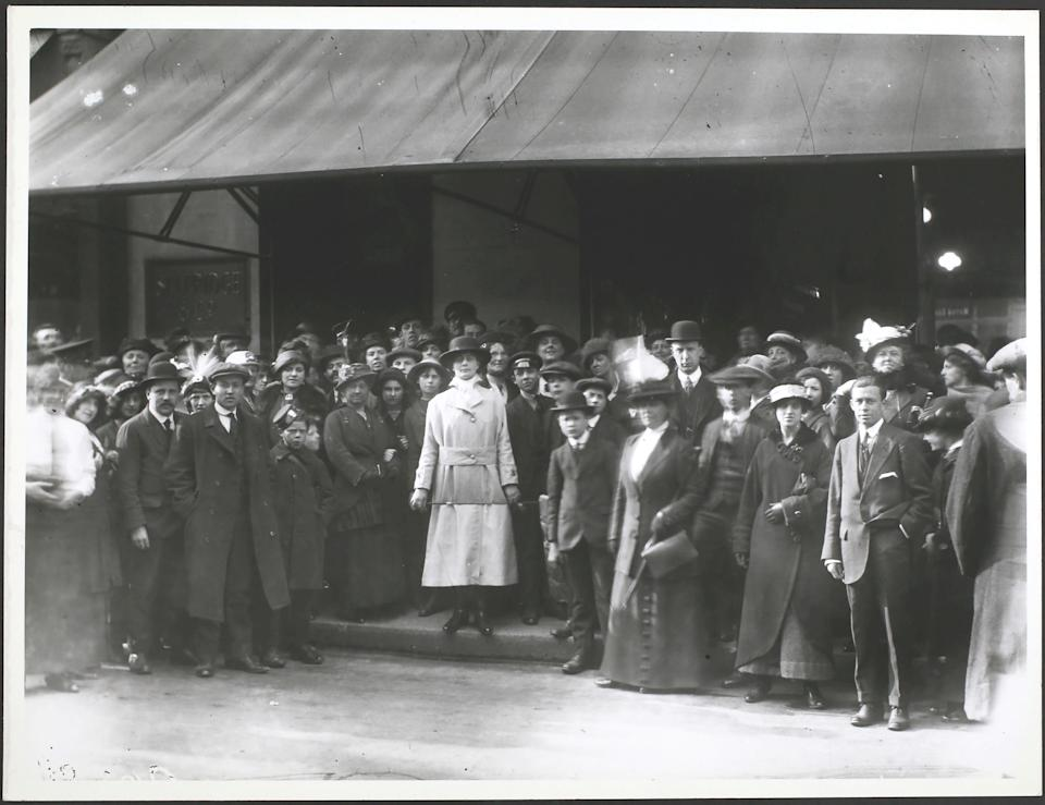 Women door keepers at Selfridges 1915. (Photo by Hulton Archive/Getty Images)