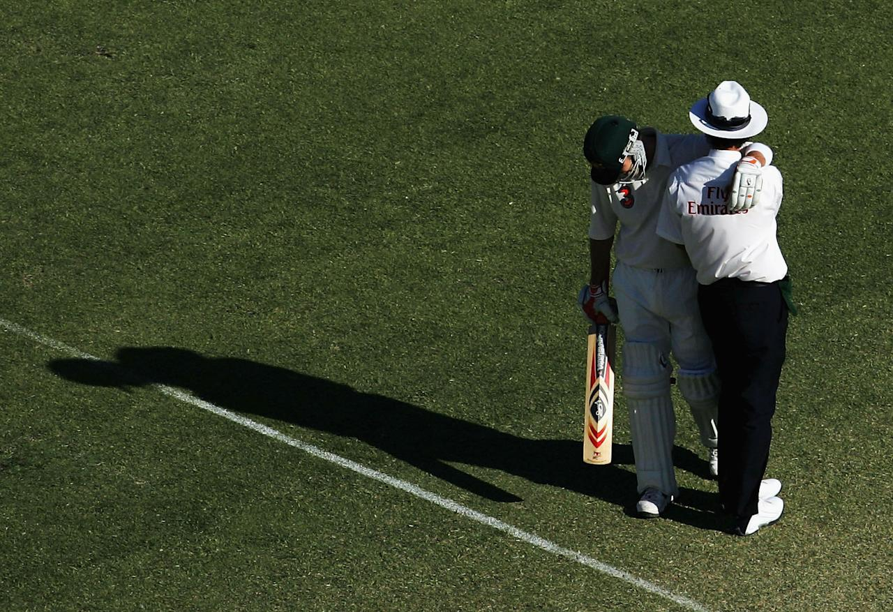 PERTH, AUSTRALIA - DECEMBER 18:  Damien Martyn of Australia hugs umpire Billy Bowden during day three of the First Test between Australia and Pakistan played at the WACA on December 18, 2004 in Perth, Australia.  (Photo by Ryan Pierse/Getty Images)