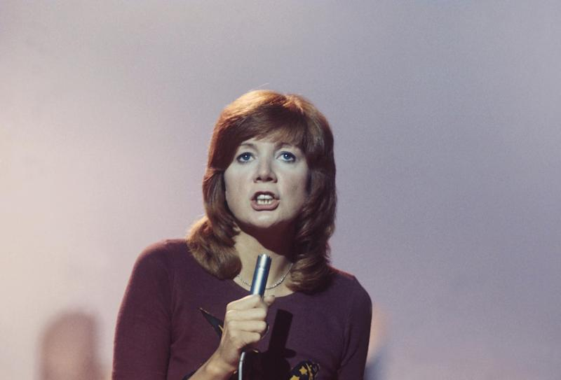 Cilla Black performs on a TV show, London, 9th October 1970. (Photo by Michael Putland/Getty Images)