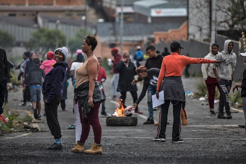 Johannesburg residents burn tyres on April 23, 2019 to protest the allocation of council services (AFP Photo/MARCO LONGARI)