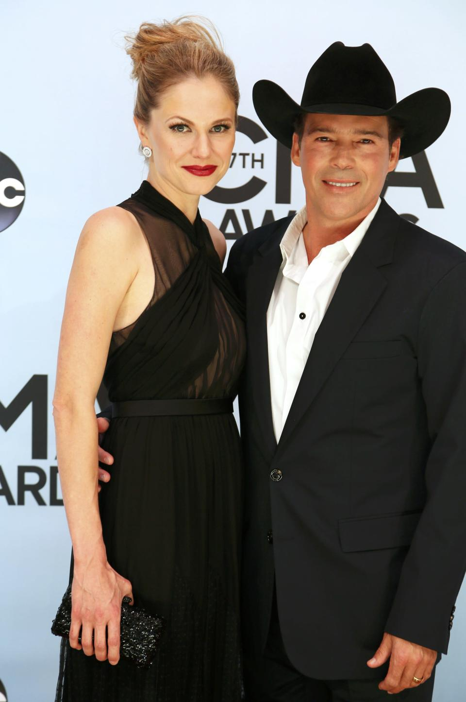 Clay Walker and wife Jessica Craig pose on arrival at the 47th Country Music Association Awards in Nashville, Tennessee November 6, 2013. REUTERS/Eric Henderson (UNITED STATES - Tags: ENTERTAINMENT)