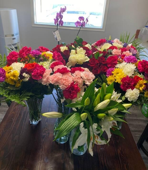 Anderson was given 16 bouquets of flowers at Costco following her engagement to Bamfield. Now, their kitchen smells like a garden.