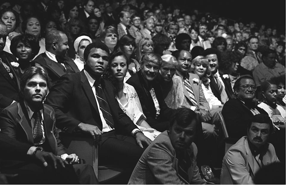 """Muhammad Ali and his wife Veronica Porsche Ali, Dr. Jerry Buss, Dr. Buss's date, Mayor Thomas Bradley and his wife Ethel Bradley at a charity concert at the The """"Fabulous"""" Forum in Los Angeles, California. (Photos by Brad Elterman/BuzzFoto/FilmMagic)"""