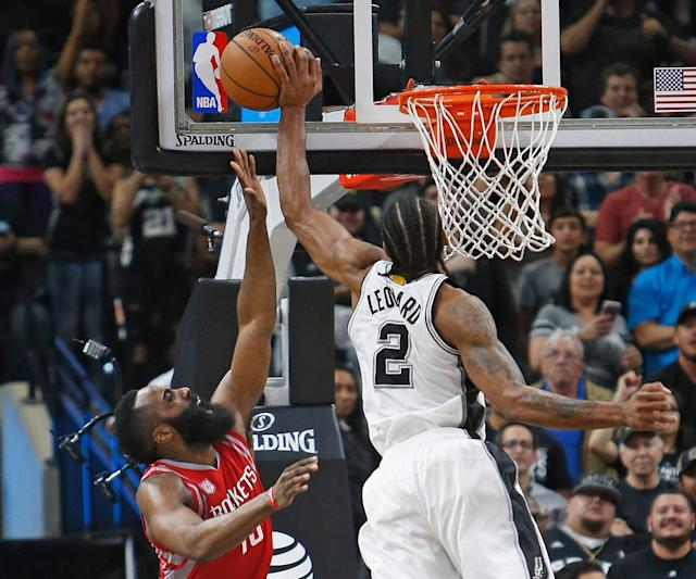 """With the game on the line, <a class=""""link rapid-noclick-resp"""" href=""""/nba/players/4896/"""" data-ylk=""""slk:Kawhi Leonard"""">Kawhi Leonard</a> made a special play to stop James Harden. (Getty Images)"""