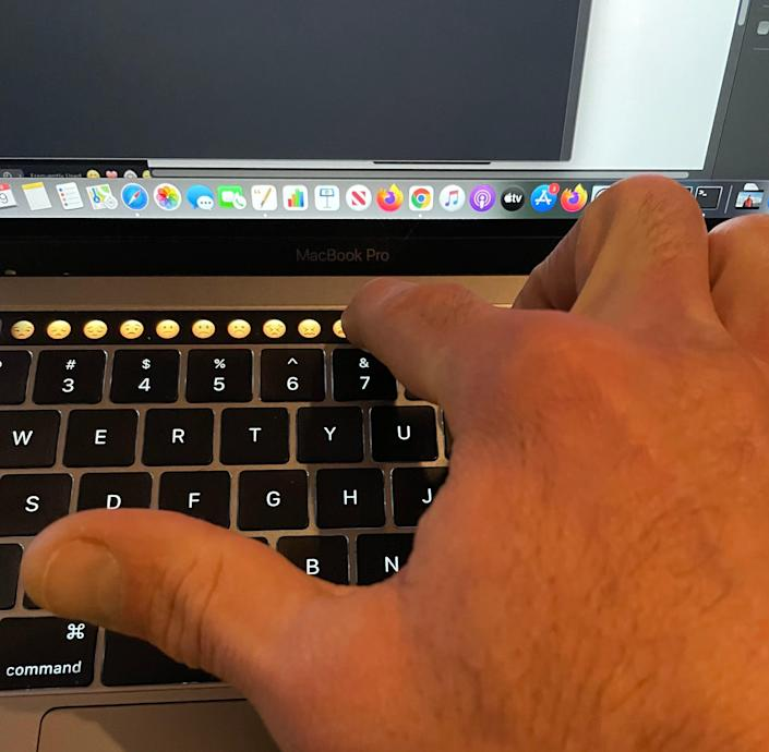 How to get emojis on Mac touch bar 3