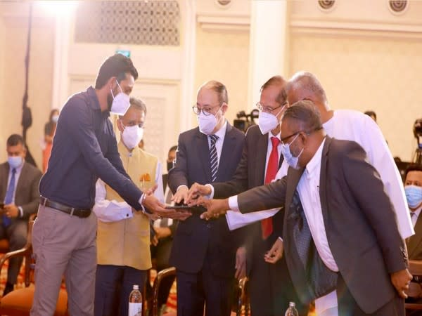 Foreign Secretary Harsh Vardhan Shringla with Sri Lankan Foreign Minister Prof GL Peiris inaugurating four projects in the housing and education sectors. (Twitter)