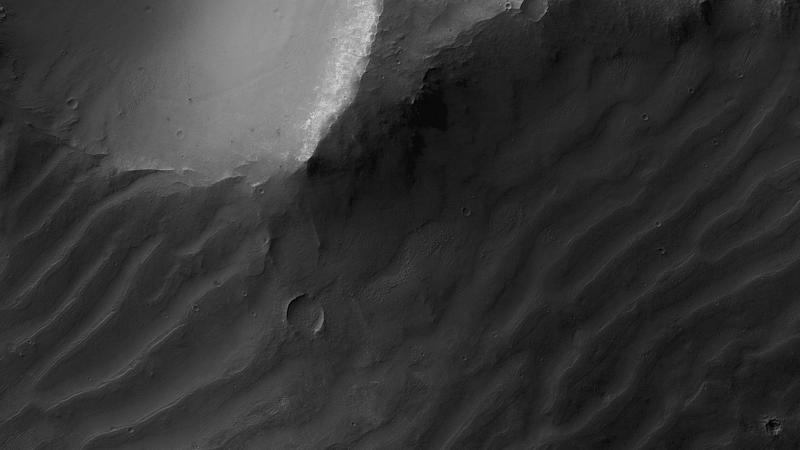 Modern bedforms on Mars called megaripples, seen in this MRO which have likely been active over long timescales and have migrated in the recent past. Image: Mars Reconnaissance Orbiter/NASA