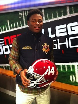 Reuben Foster has re-committed to Alabama, despite his preseason commitment and tattoo of Auburn allegiance (Twitter)