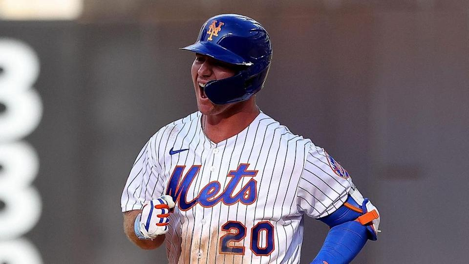 Pete Alonso fired up rounding bases home uniform
