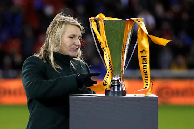 Chelsea manager Emma Hayes celebrates with the trophy after winning the FA Women's Continental League Cup Final (Action Images via Reuters/Andrew Boyers)