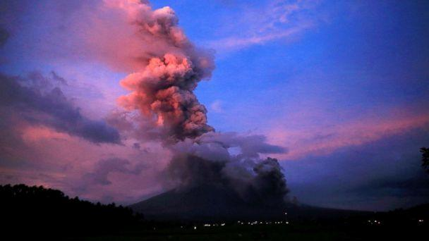 Earth Changes from September 2017 - to present / Biblical Hurricanes, Earthquakes, Floods, Volcanic Activity, Fires, Snow Ice Storms - Page 7 Philippines-mayon-volcano-eruption-rt-mem-180124_16x9_608