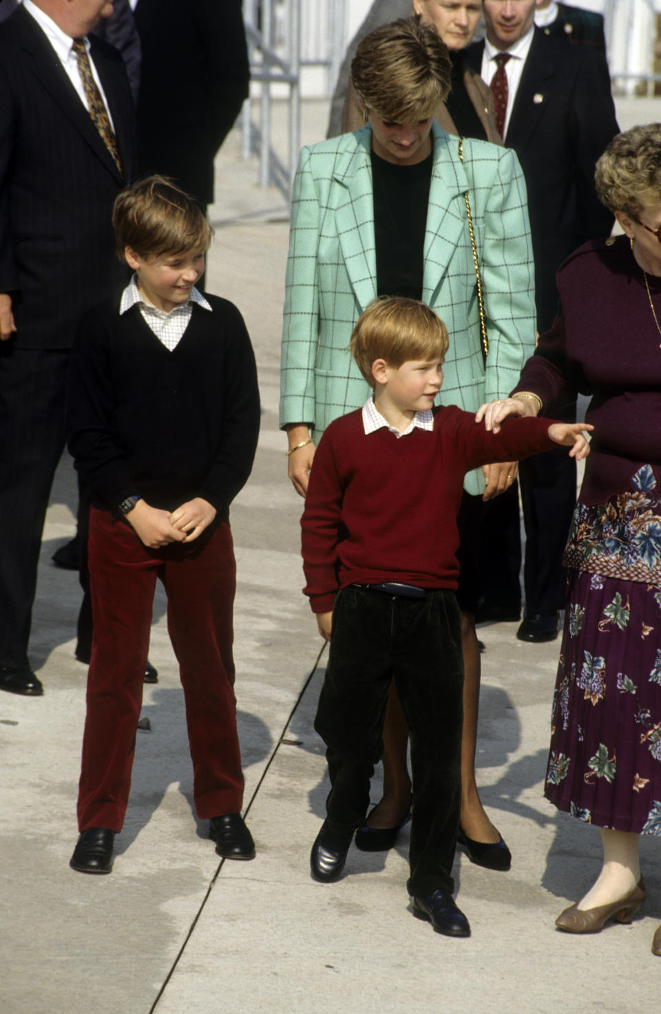 NIAGARA, CANADA - OCTOBER 28:  Diana, Princess of Wales, Prince William and Prince Harry meet the public during a visit to visit to Niagara  on October 28, 1991 in Niagara, Canada.  (Photo by Anwar Hussein/Getty Images)